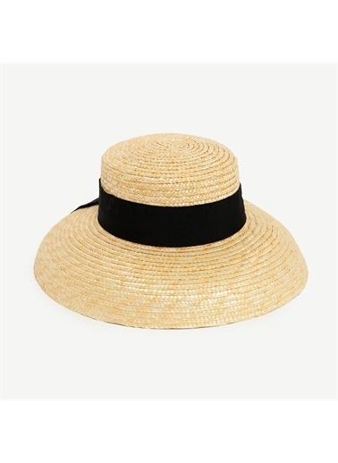 Yargıcı Kurdele Detaylı Hasır Şapka Bej